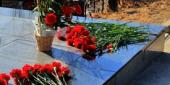 Фото с места события собственное. Цветы от нынешнего поколения владивостокцев. Автор фото: Антон Балашов. 8 из 8
