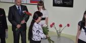 Фото с места события собственное. Цветы кладет мама Марата Ирина Асфандиярова. Автор фото: Анастасия Голованушкина. 7 из 11