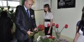 Фото с места события собственное. Павел Гетман возложил цветы к доске. Автор фото: Анастасия Голованушкина. 9 из 11
